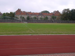 http://www.bezirkssportbund-berlinpankow.de/Bilder/Sportplatztour/Kissingenstadion_1.jpg